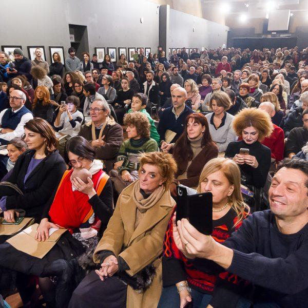 Il pubblico all'inaugurazione di Caos