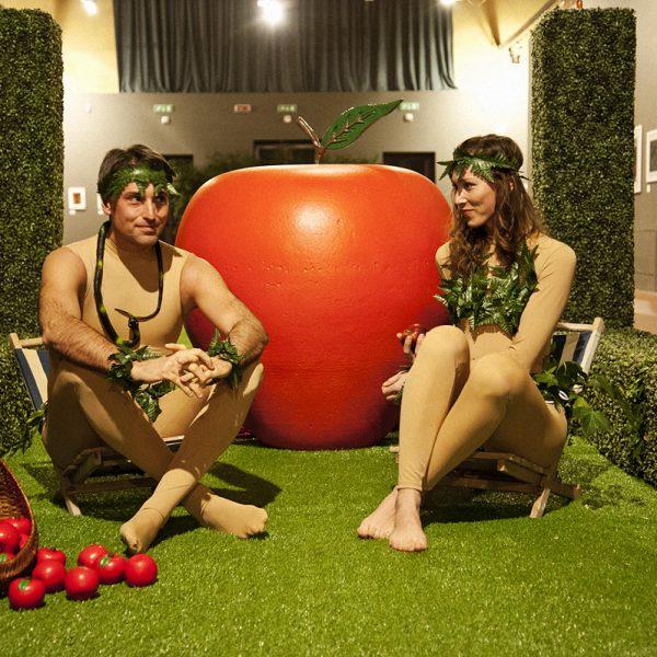 Adamo ed Eva all'inaugurazione di Eden